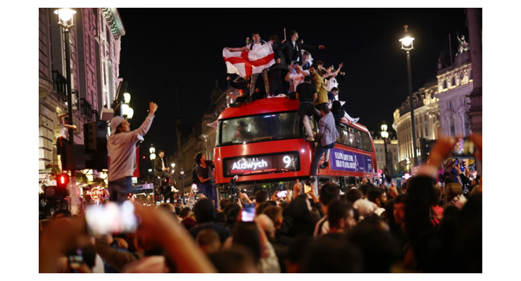 England fans go wild as Three Lions make historic first final in 55 years - Bóng Đá
