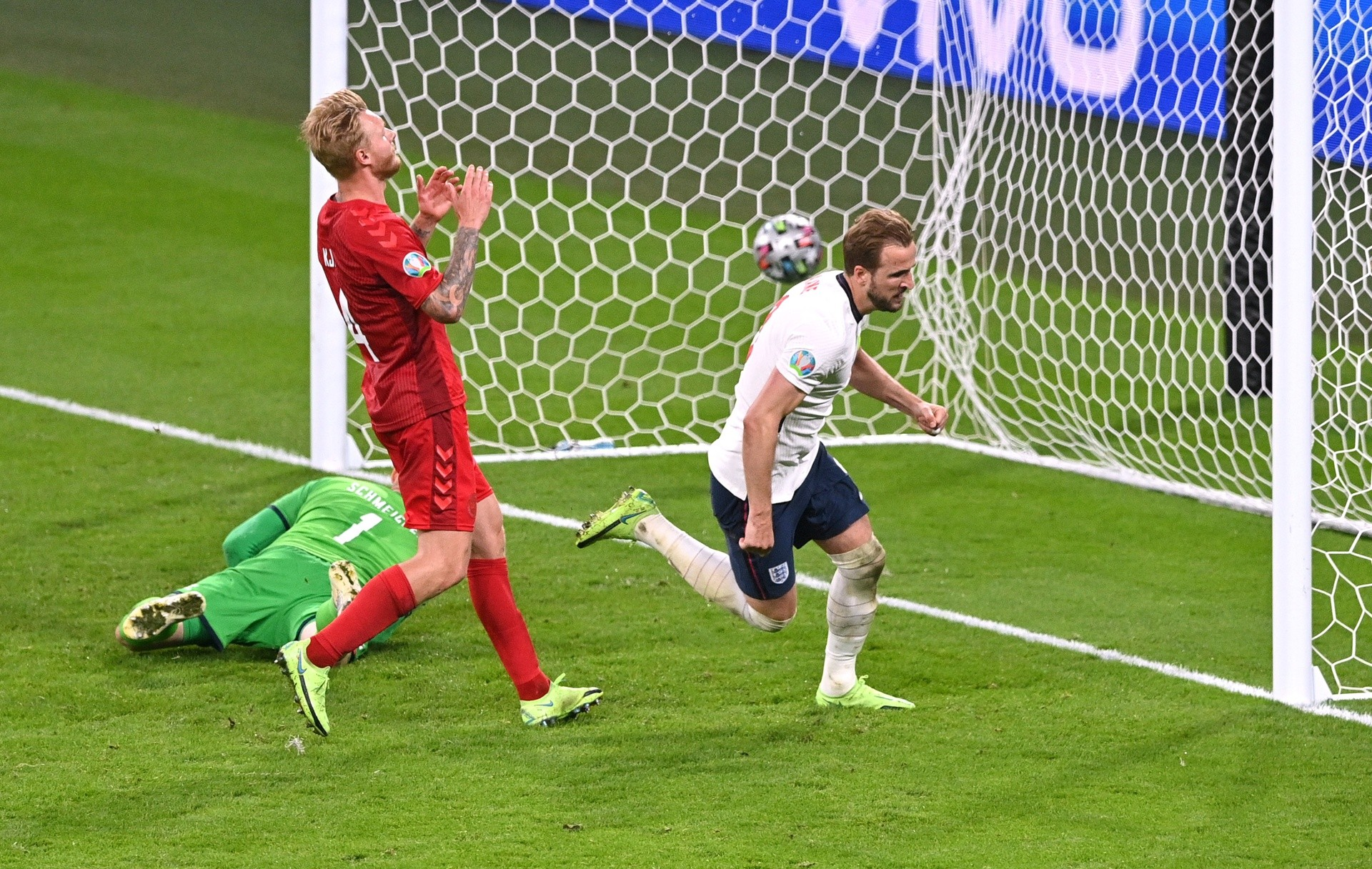 10 thống kê Anh 2-1 Đan Mạch: - Bóng Đá