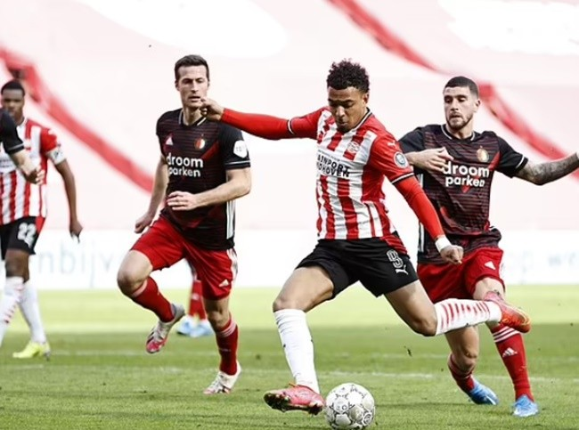 Borussia Dortmund 'struggling to pay £26m fee required to fund signing of Donyell Malen - Bóng Đá