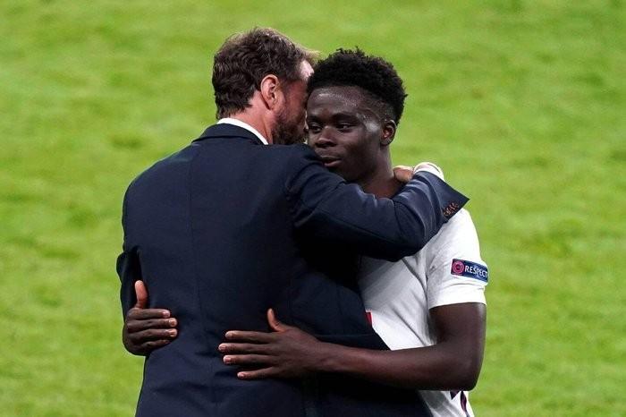 Mourinho hiến kế cho Southgate về cách sử dụng Saka - Bóng Đá