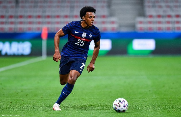 Kounde wants to go out to take a sporting leap' and the 'only English club' that could 'convince' him is Manchester United - Bóng Đá