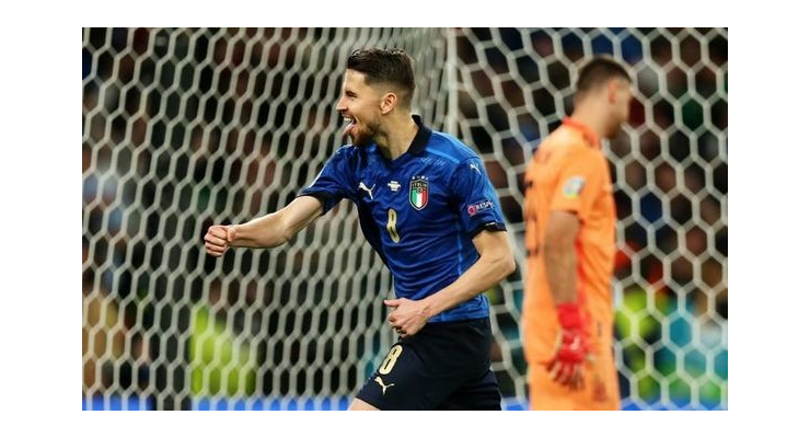 Ray Houghton Chelsea star Jorginho a 'totally different player' amid Euro 2020 heroics - Bóng Đá