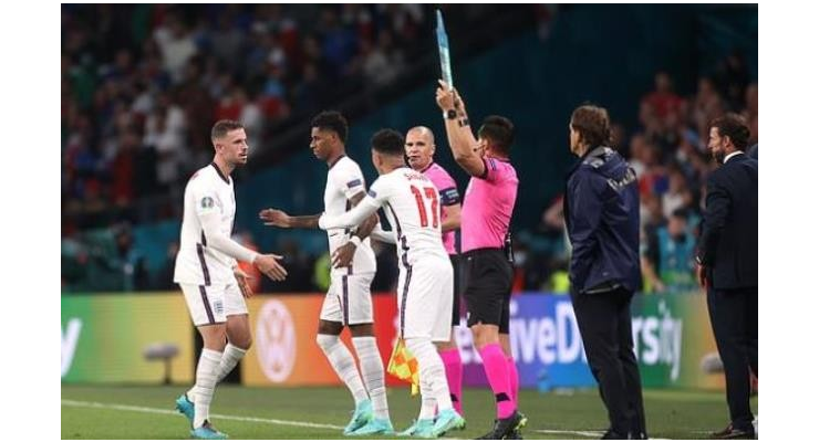 Alan Shearer questions Gareth Southgate decision after England lose to Italy - 'Big ask' - Bóng Đá