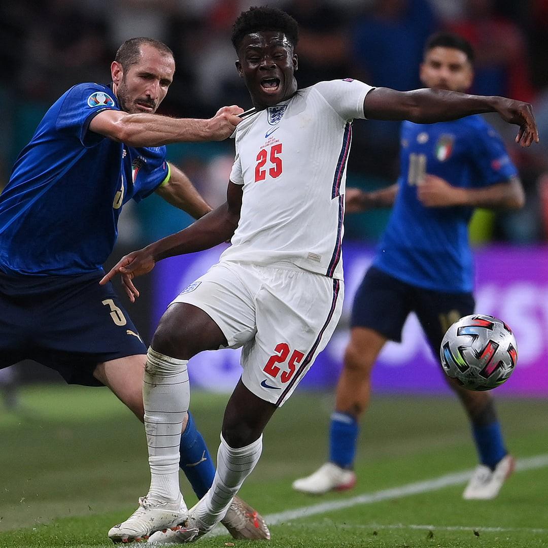 Chiellini fouled on Saka - Bóng Đá