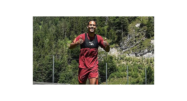 Van Dijk trở lại tập luyện sau gần 9 tháng ngồi ngoài