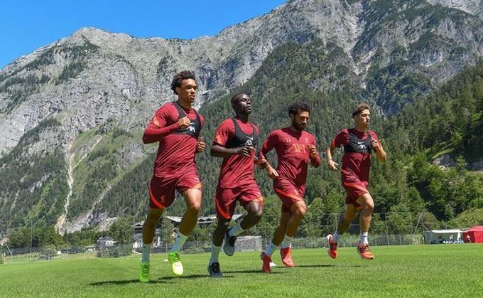 Các cầu thủ Liverpool đã bắt đầu tập luyện
