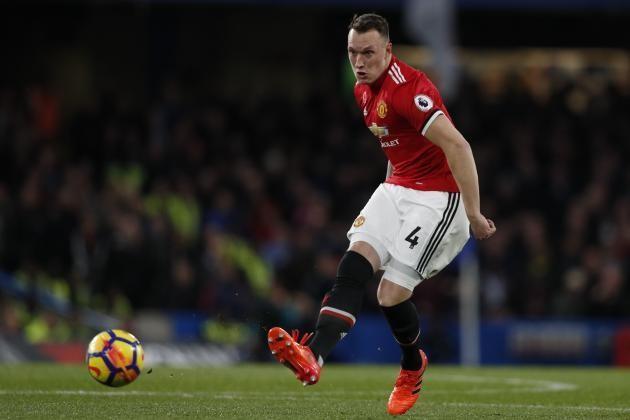 Mike Phelan provides an update on forgotten Manchester United man Phil Jones - Bóng Đá