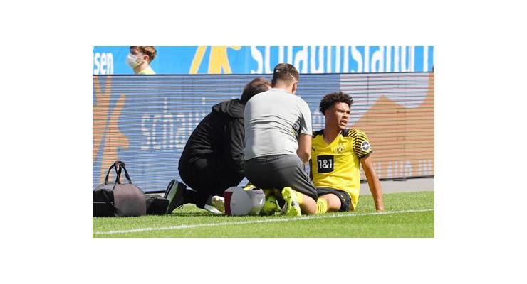 Dortmund khủng hoảng trung vệ