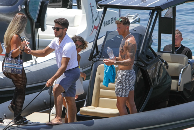 Arsenal-bound Ben White relaxes on yacht with England star Kalvin Phillips on well-earned Mykonos break after Euro 2020 - Bóng Đá