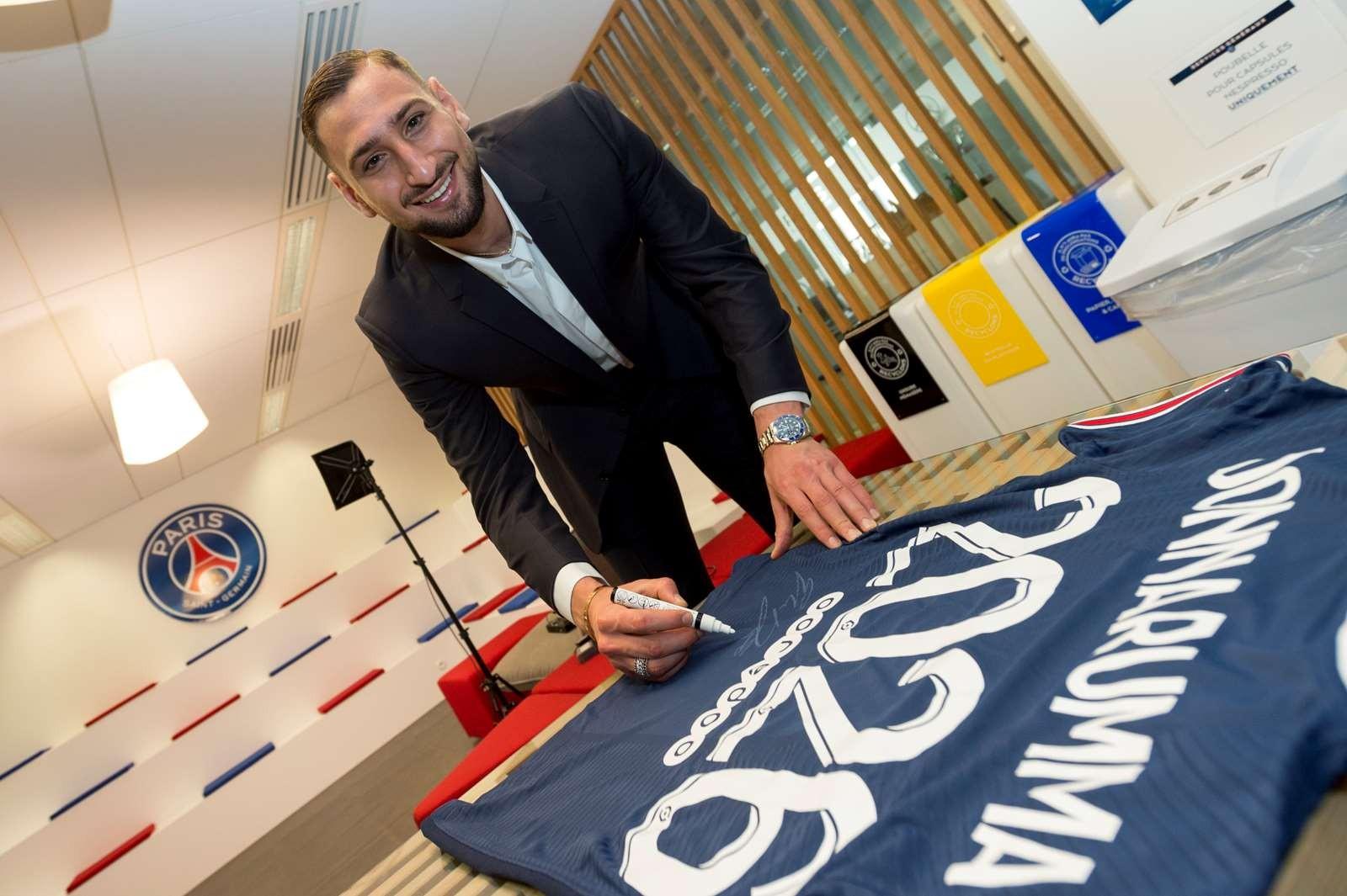 Gianluigi Donnarumma - nhà vô địch châu Âu - đã quy đầu dưới trướng PSG